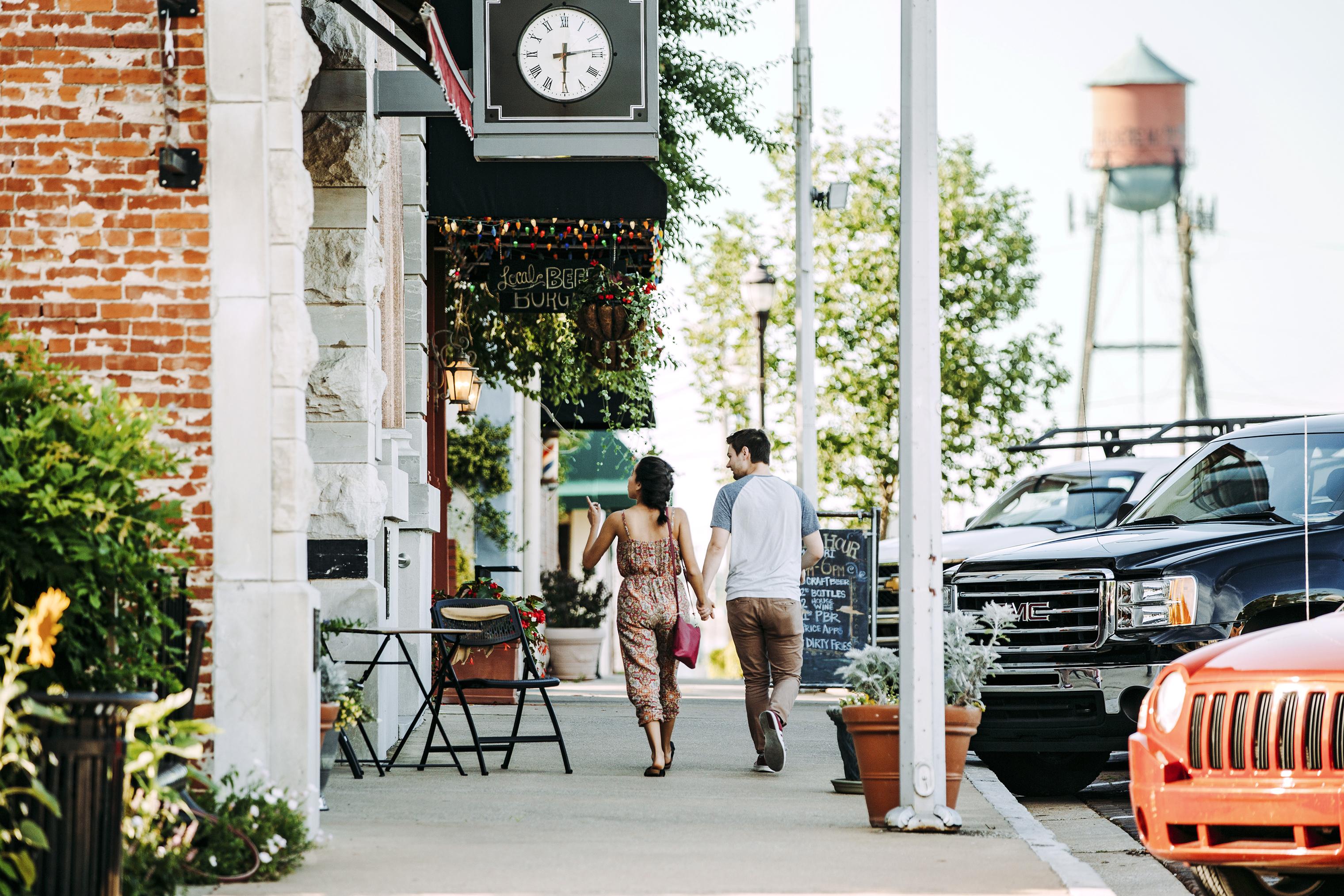 A couple strolls through downtown Rogers, Ark.
