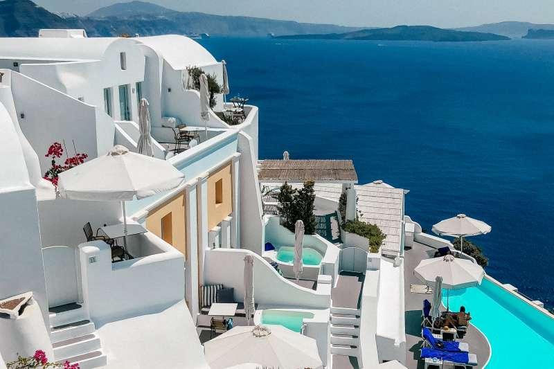 Katikies Hotel Santorini pool bar