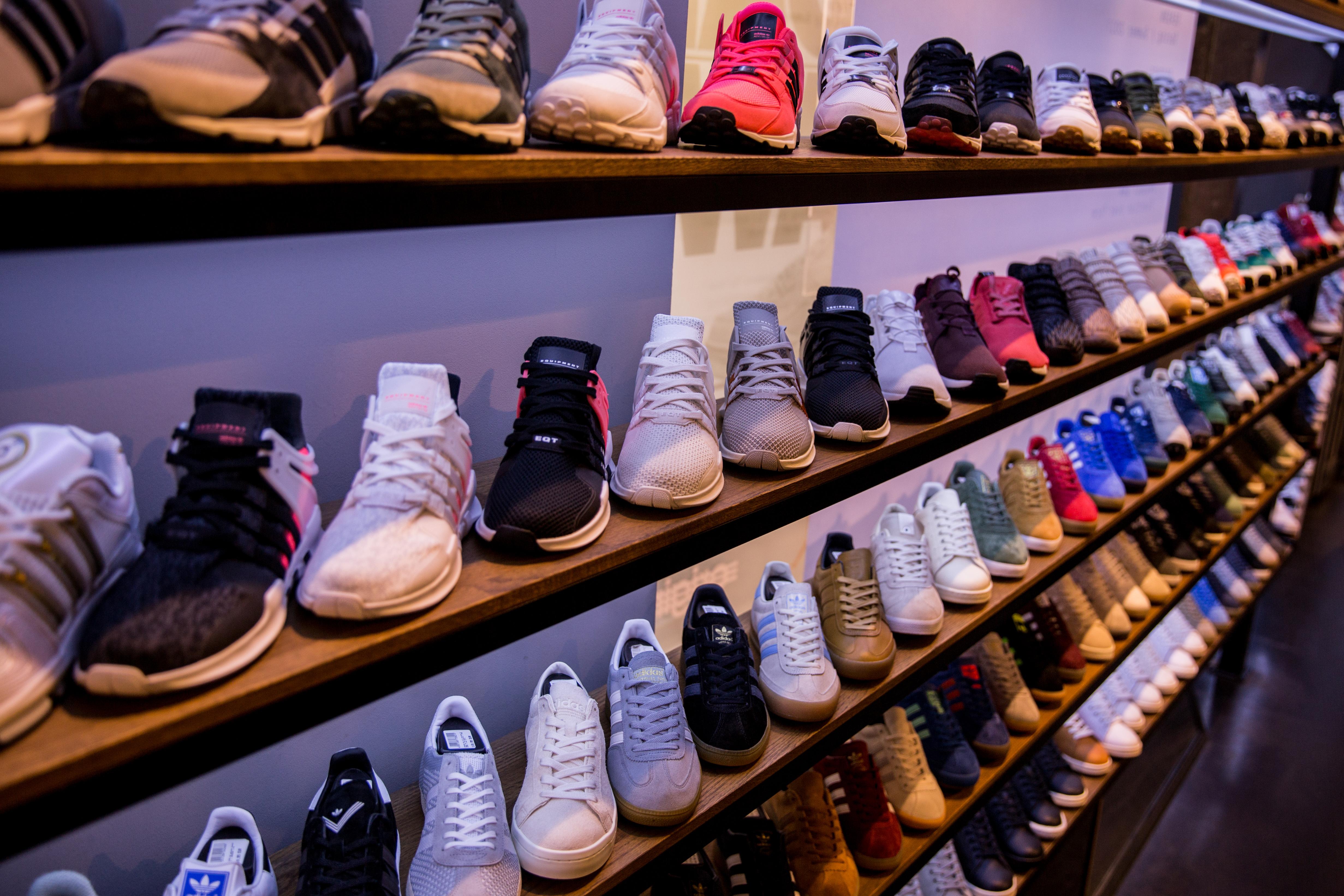 good shoes for flat feet New Release Plus Tn Running Shoes White Men Women Sneakers Triple