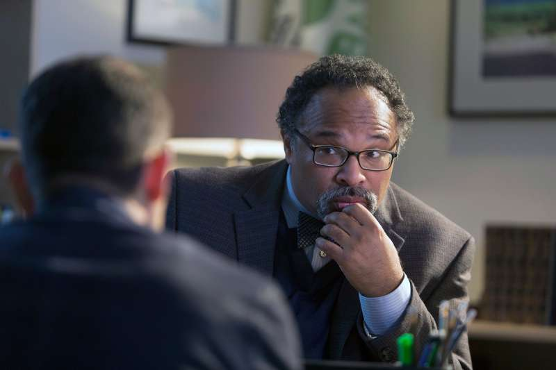 Guest star Geoffrey Owens in the  Deceptive Little Parasite episode of LUCIFER.