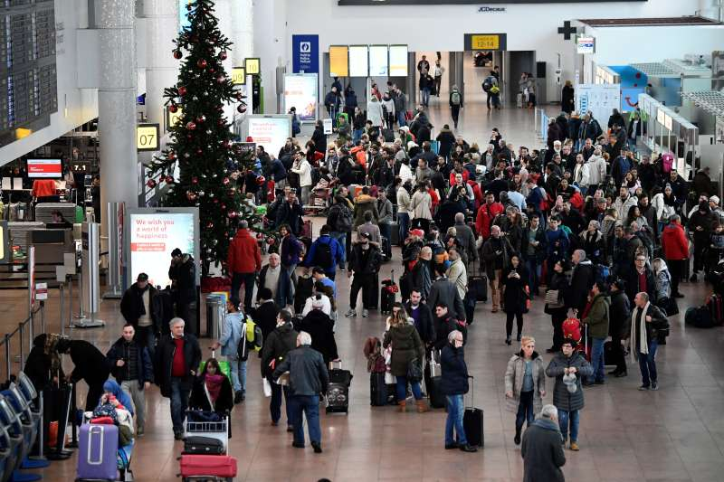 This general view shows travellers gathering at Brussels Airport on December 11, 2017, as cold temperatures sweep across Europe.