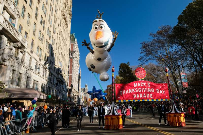 The Olaf from 'Frozen' balloon floats down Central Park West during the Macy's Thanksgiving Day Parade on November 23, 2017 in New York City.