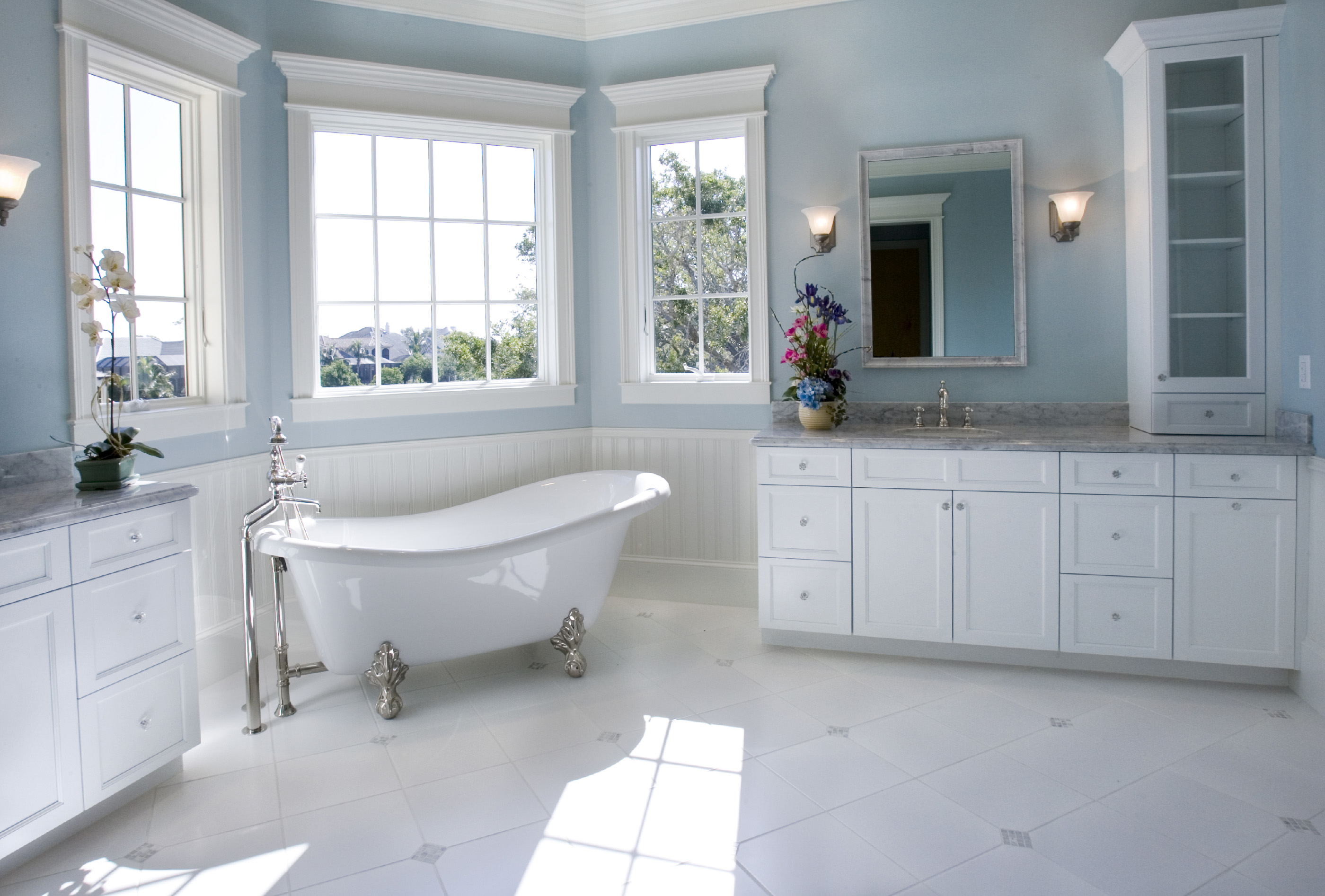 Luxury Master Bathroom with Free Standing Bath Tub