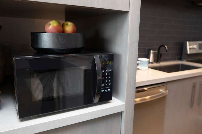 An  Amazonbasics Microwave,  which can be controlled by Alexa