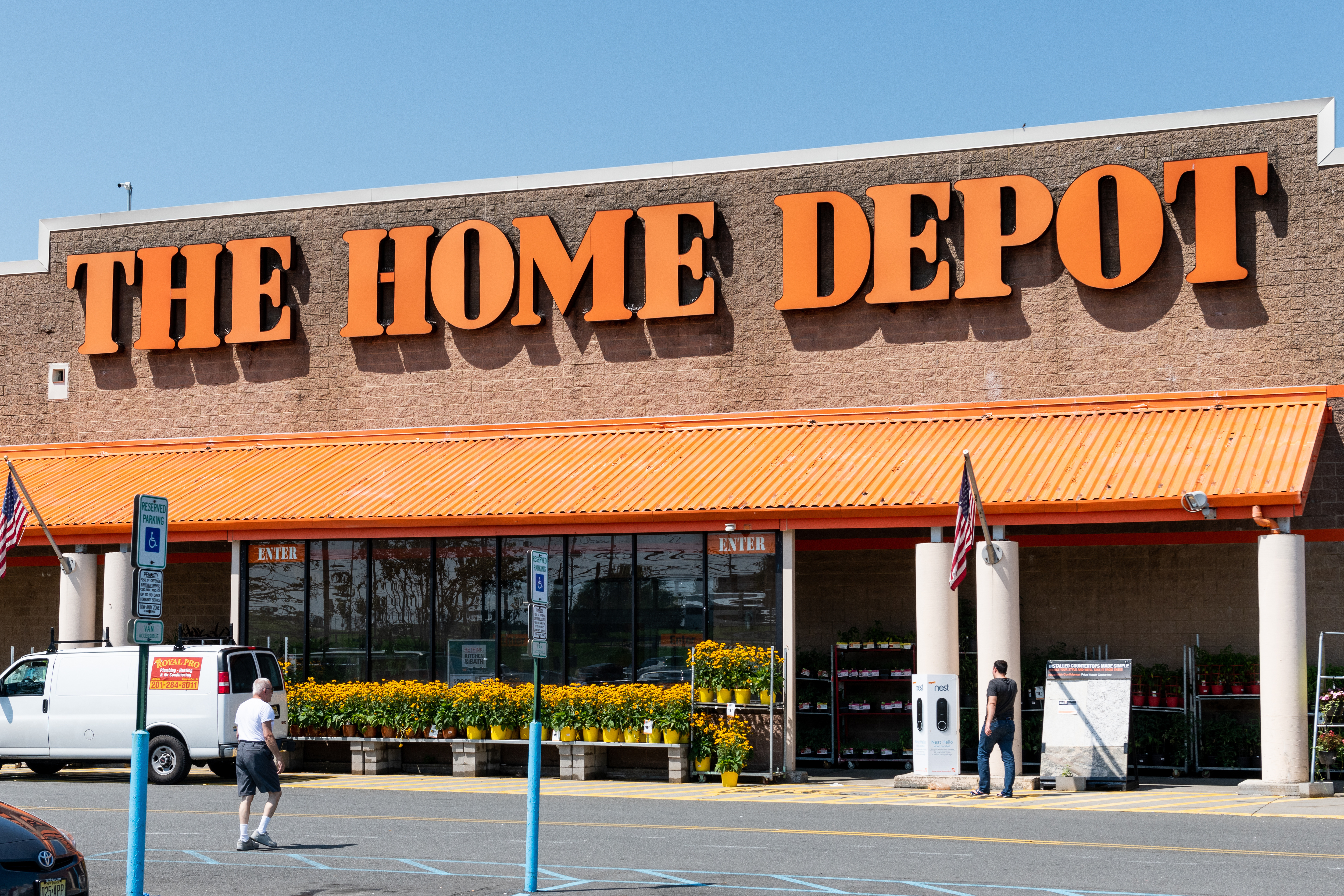 Lowe S Home Depot Spring Black Friday Mulch Sale And Deals Money