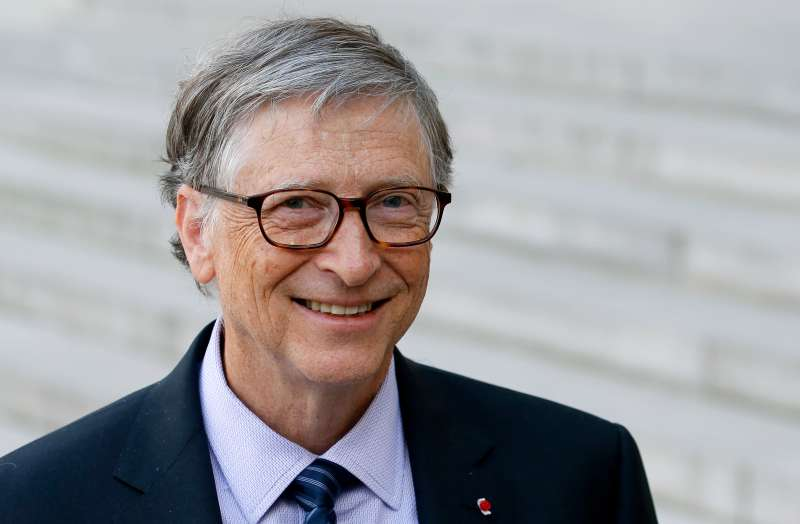 Bill Gates  speaks to the media after his meeting with French president Emmanuel Macron at the Elysee Palace on April 16, 2018 in Paris.