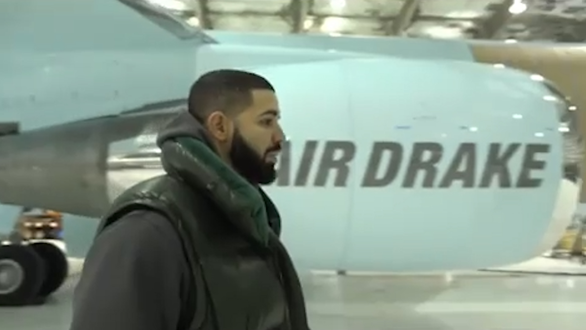 Drake Now Owns a Huge $185 Million Jet That He's Calling 'Air Drake'