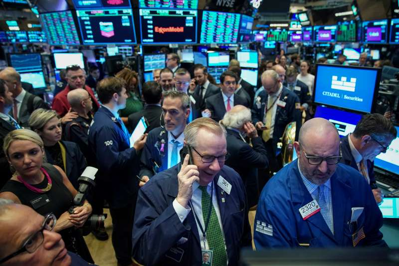 Traders on the New York Stock Exchange  (Photo by Drew Angerer/Getty Images)