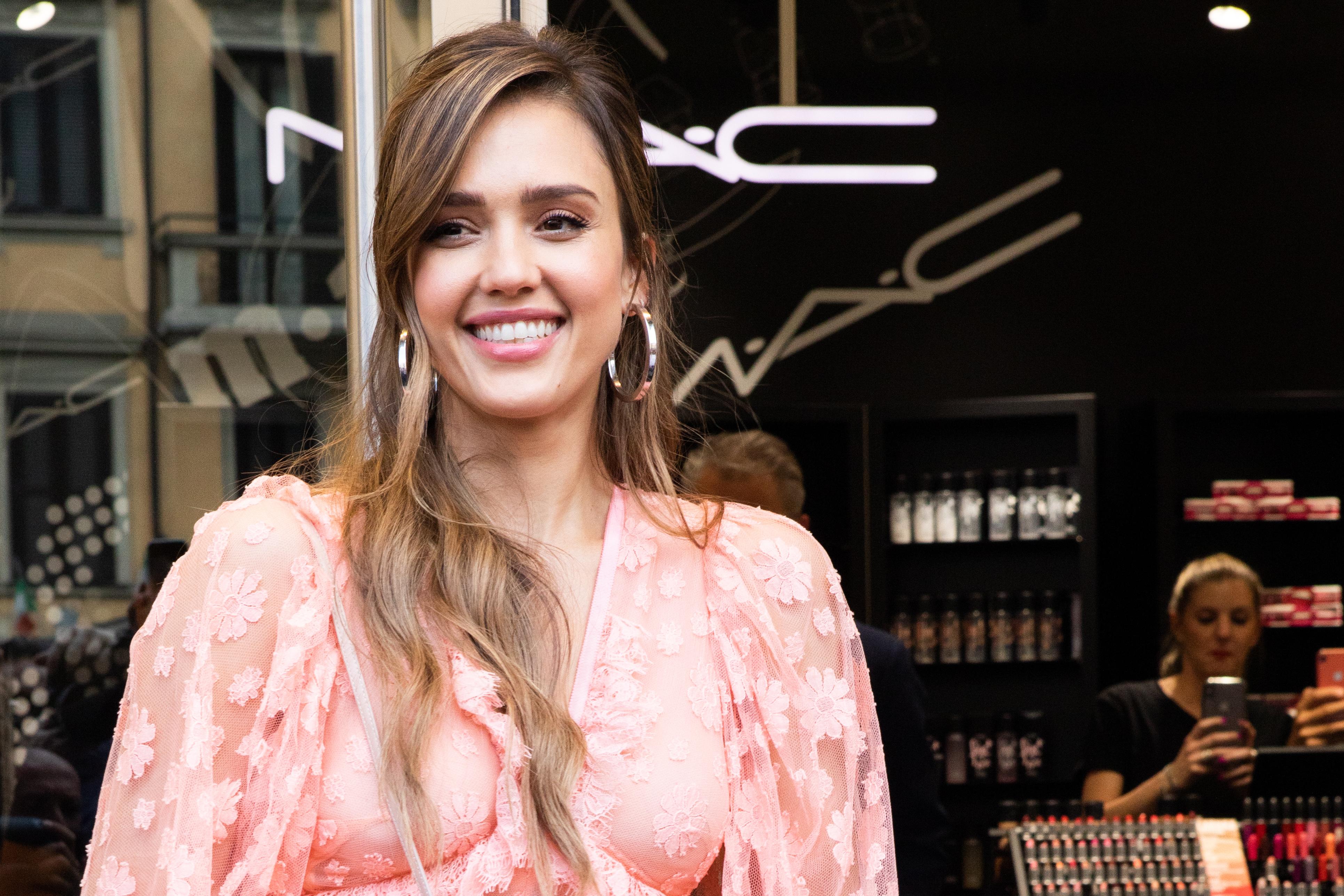 Jessica Alba Meet & Greet Honest Beauty Presentation At Douglas In Milan