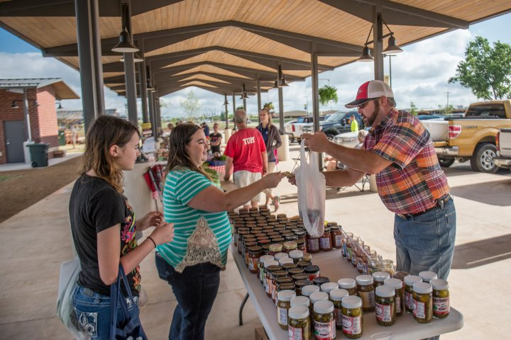 Farmer's market in Moore, Oklahoma