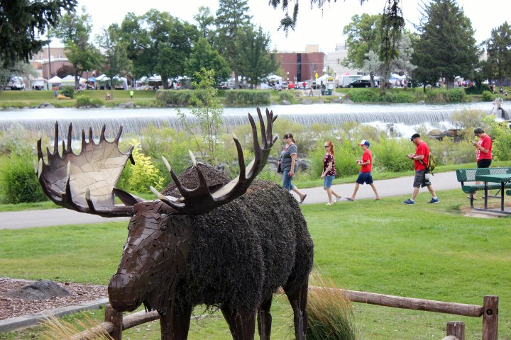 family walking behind moose sculpture in Idaho Falls, Idaho