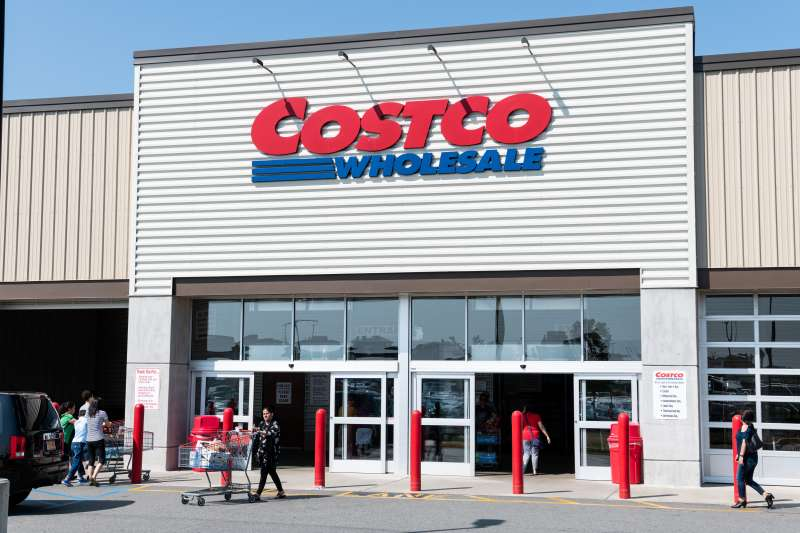 TETERBORO, NJ, UNITED STATES - 2018/08/05: Costco store in Teterboro, New Jersey. (Photo by Michael Brochstein/SOPA Images/LightRocket via Getty Images)