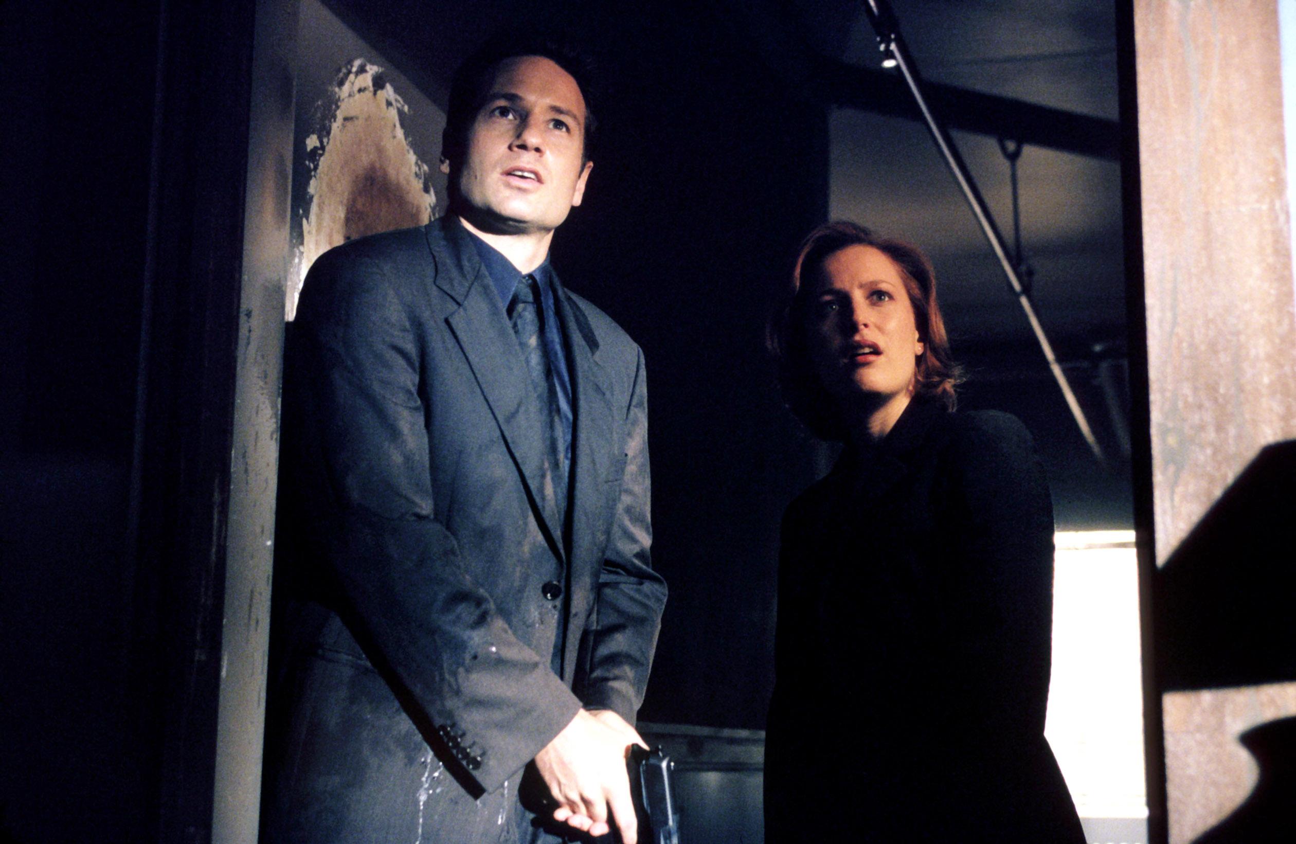 "THE X-FILES, David Duchovny, Gillian Anderson, ""The Goldberg Variation"" airing 12/12/99 (Season 7),"